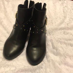 SM New York Juniors' Izzy Ankle Bootie - Black